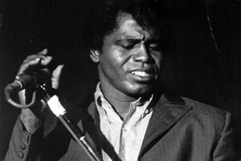 James Brown ou la classe années 60 en costumes.
