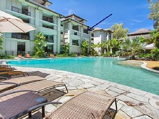 £87 pn 4 bed apt shared pool Palm Cove near beach Sea Temple Palm Cove / Luxury ApartmentsHoliday Rental in Palm Cove from @HomeAwayUK #holiday #rental #travel #homeaway