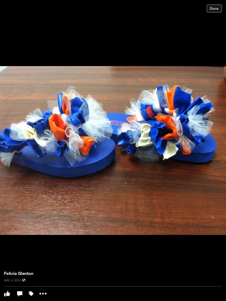 Plain foam girl's flip flops decorated with balloons and tule.