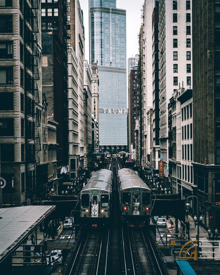 Chicago subway trains - Two subway trains in Chicago passing through The Loop with the Trump Hotel in the background