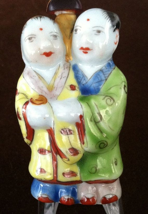 VINTAGE  PORCELAIN Hand painted Snuff Bottle by MOSTLYOLDPAWN