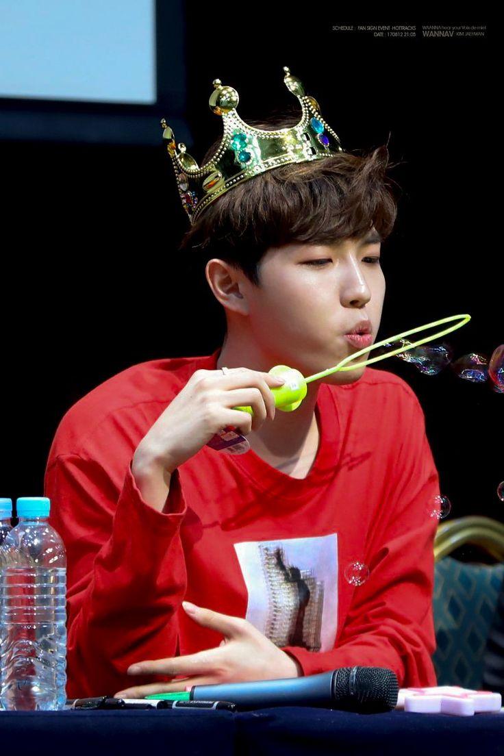 170812 WANNA ONE 1st fansigning <3 Jaehwanie so cute omg