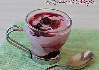 Mousse di ciliegie dolce al cucchiaio con mascarpone facile e veloce