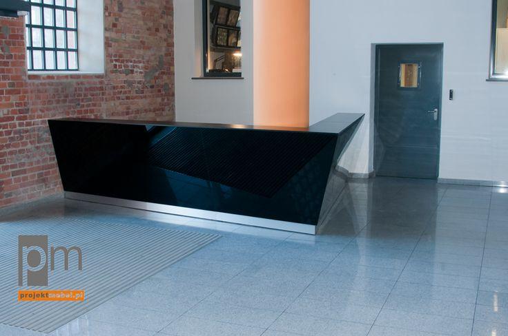 Lada obłożona szkłem pełni funkcję kasy http://www.projektmebel.pl/realizacje/ec1
