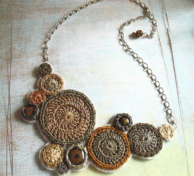 gorgeous crochet necklace