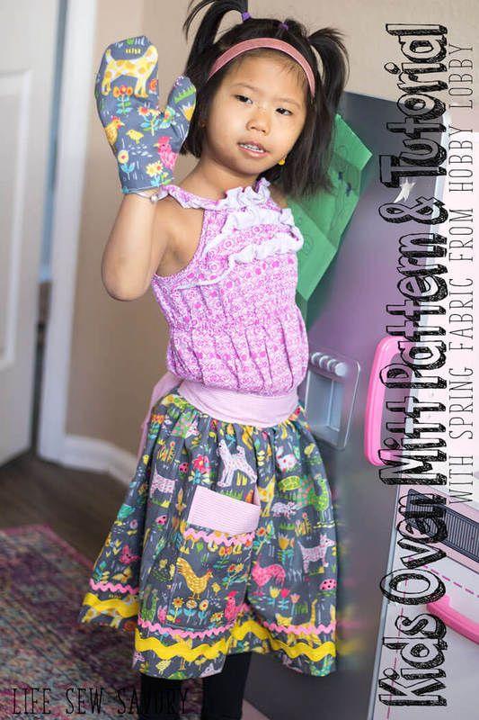 Kids oven mitt free pattern and tutorial with Spring fabrics from Hobby Lobby @HobbyLobby #HobbyLobbyMade #ad