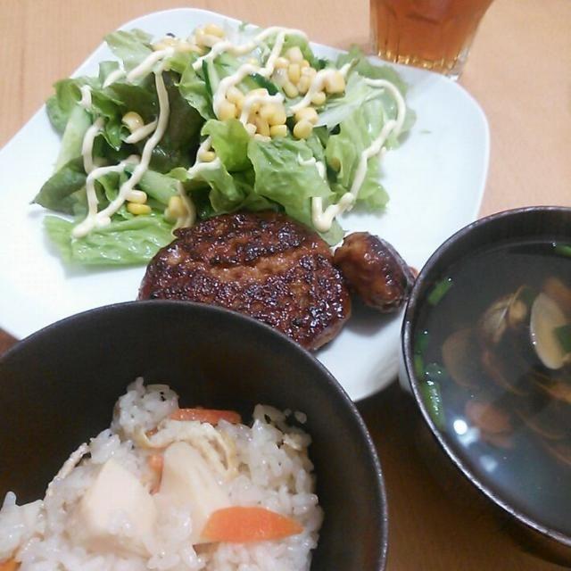 夕食は、 ・たけのこごはん ・煮込みハンバーグ ・サラダ ・アサリのお吸い物 にしました!  小栗旬君のCMをみて食べたくなりまして(^^ゞ sasaちゃんこさん、ありがとうございました♪ - 47件のもぐもぐ - sasaちゃんこさんの竹の子御飯 by mkayo