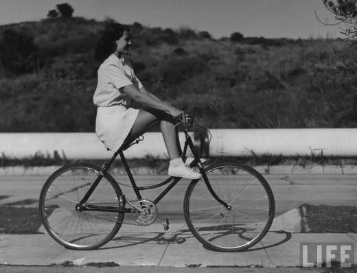 Look mum, NO FEET! Rita Heyworth enjoying a free spinning moment.  http://www.retronaut.co/2012/05/bicycle-ride-and-picnic-with-rita-hayworth-1940/?utm_source=feedburner&utm_medium=email&utm_campaign=Feed%3A+HowToBeARetronaut+%28How+to+be+a+Retronaut%29
