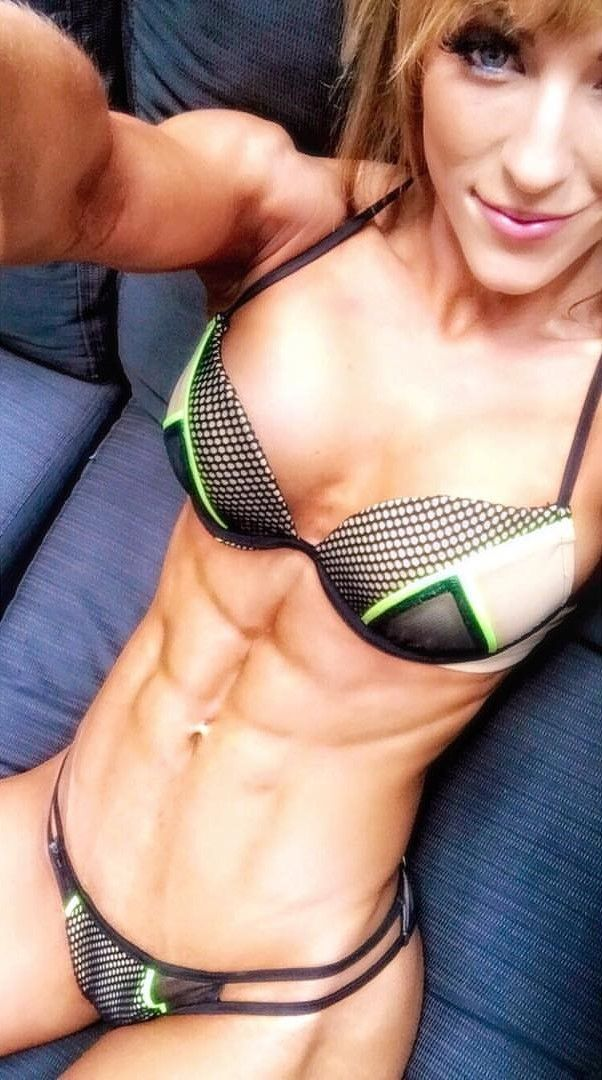 Fitchick mit Sixpack