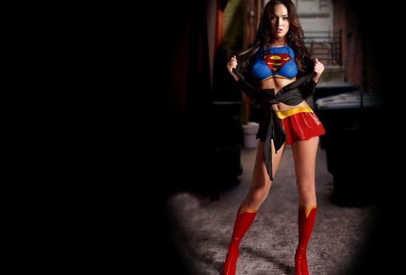 Обои девушка в костюме супермена