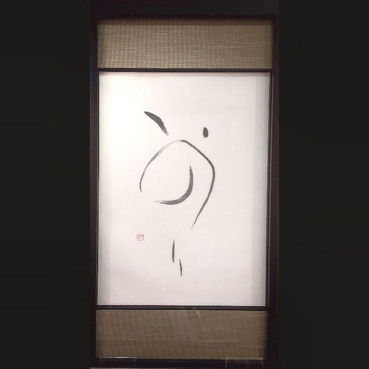 いいね!61件、コメント5件 ― くず上ともこさん(@tomoko_kuzukami)のInstagramアカウント: 「産経学園奈良登美ヶ丘にて、正月用展示の小作品より。 『いのり』額装、本紙は半紙サイズ 上下は畳みたいに見えますがベージュ系の布貼り、アクリル入り既成額。…」