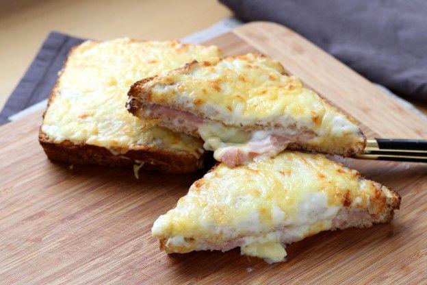 El Croque-monsieur es uno de los platos franceses más conocidos a nivel internacional. Este sandwich tan particular está buenísimo y es muy fácil de hacer. Aquí te enseñamos.