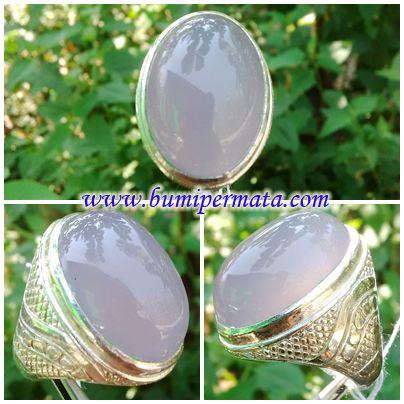 CM131 Batu Cincin Lavender Muda Nama Batu Permata : Natural Lavender ( Chalcedony ) Dikenal : Batu Kalsedon Ungu Dimensi Batu Permata : est Berat Total : 1