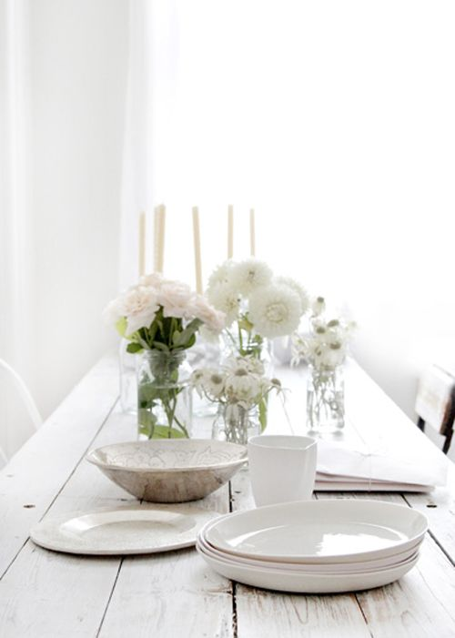 i've got to find these plates!  anyone?: Ideas, Dining Room, White Tables, Tables Sets, Beautiful White, White Colors, Beautiful Things, Dining Tables, Tables Decor