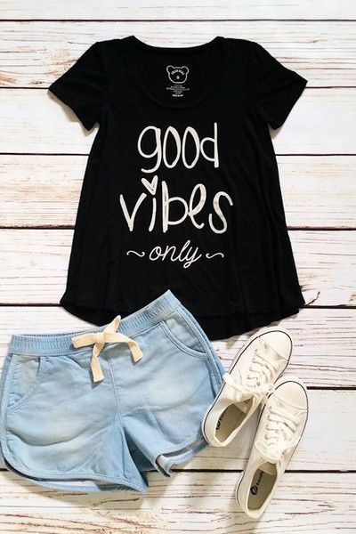 Graphic t-shirt, good vibes only t-shirt, spring t-shirt, OOTD by Jane Divine Boutique www.janedivine.com