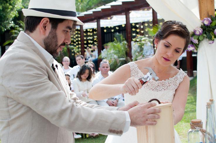 Cerimônia da caixa do vinho em casamentos. Sabe como funciona? Acesse aqui: http://casacomidaeroupaespalhada.com/2015/07/29/cerimonia-da-caixa-do-vinho/