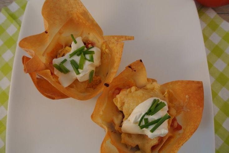 Deze taco hapjes zijn simpel en eenvoudig om te bereiden maar o wat ziet het er toch leuk en feestelijk uit!
