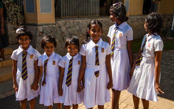 #Mädchen in #Schuluniformen in #Sri #Lanka © Eva Fischer