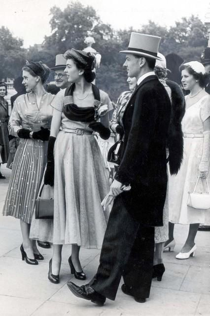 Guests at a Buckingham Palace garden party in 1952. They look so elegant and chic!