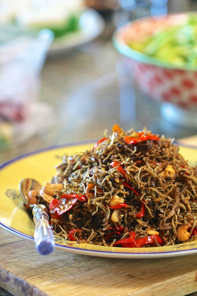 Sambal Goreng Ikan Teri (Ikan Bilis) - I have made this, a few times, but not in a long time. Now that I see this, I have a craving...