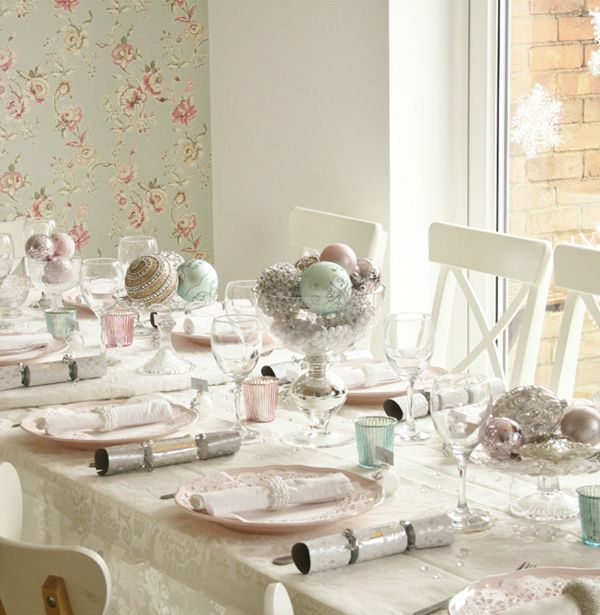 Soft pink and teal vintage glamour wedding decoration - Deco table retro ...