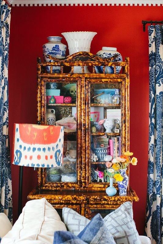 Collecting doesn't mean buying things that match, it can mean curating keepsakes and other things as you go. @jamie_meares is a pro at turning a collection into a display by curation.