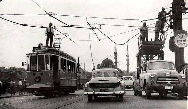 1914'de atlıdan elektrikli tramvaya geçiş oldu ve İstanbullu yıllarca bu ulaşım aracını kullandı.