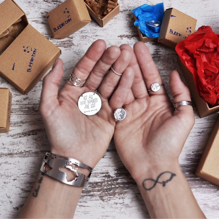 Gifts are the best! ✨✨ What did you get?? 😉   #bubblebox #traveljewelry #travelmore #alwaystravel #christmasgifts #worldmap #worldcuff #travelgifts #globebracelet #travelbracelet #worldbracelet #worldmap #worldcuff #travelring #worldmapjewelry #worldring