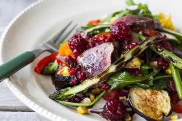 Barbecued venison salad with raspberry balsamic – Recipes – Bite