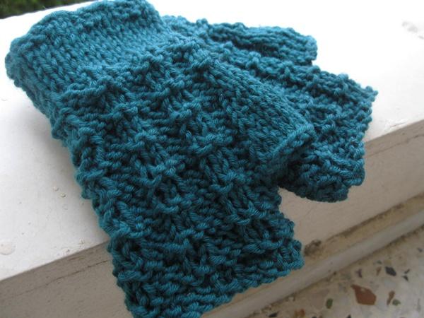 waffle stitch fingerless gloves CRAFTS hand knitting Pinterest Waffles,...