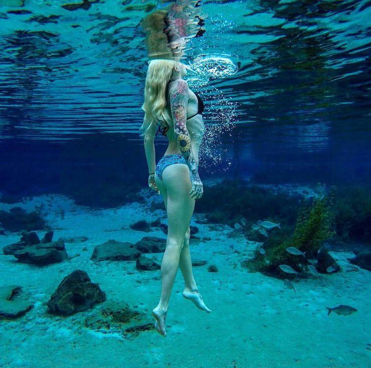 Marque seu amigo(a) que gosta de uma foto subaquática!  Foto de: @scubasavvy  USE #eunomv E NOS SIGA PARA PODER APARECER AQUI ou nos marque em suas fotos.  Mais uma boa dica para quem é fascinado por fotos subaquáticas. by melhor.viver