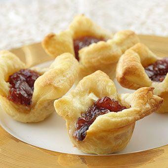 The perfect mini snack: Cranberry Brie Bites