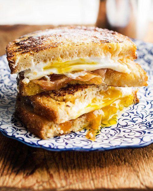 モンティクリストにはまってきた方必見です!今回ご紹介するのはの目玉焼き入りモンティクリストレシピ。チーズとハムとたまご、合わないはずはないですよね。ひと味違ったモンティクリストを楽しみたい時、ぜひお試しください♪ (2ページ目)