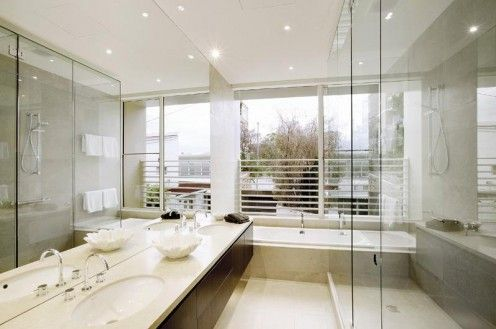 Great, bright modern bathroom