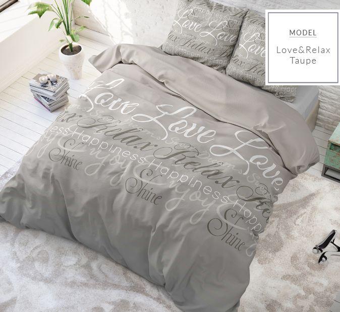 Luxusné béžové posteľné obliečky s nápismi