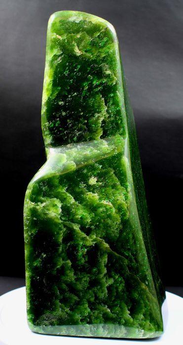 Fantastische weelderige groene nefriet Jade gepolijst tuimelen - 185 x 76 x 54mm - 1206gm  Presenteren hier's werelds Top kwaliteit zeer mooie zelf permanent weelderige groene kleur nefriet jade gepolijst tuimelen uit Afghanistan. De wasdroger heeft prachtige groene kleur met uitstekende glans.Zie je veel dingen de foto's spreken voor zich hoewel het is heel moeilijk om haar schoonheid in foto's te vangen!Zeer geschikt voor meditatie en praktijk maar ook buitengewoon decoratief! Past in elke…
