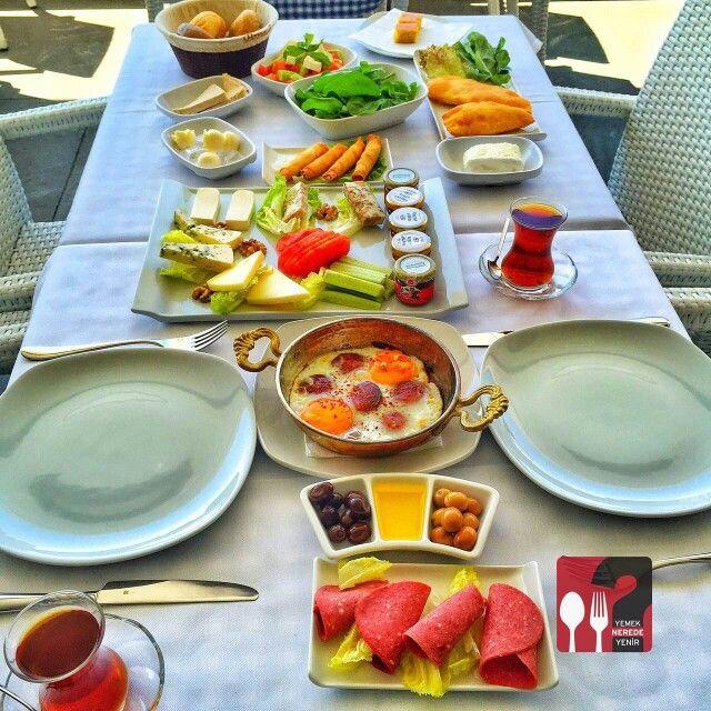 Serpme Kahvaltı - Bebek Balıkçı Bulvar 216 / Istanbul ( Ataşehir )  Telefon : 0 216 688 23 23 Fiyat : 30 TL / Kişi Başı  Fotoğraftaki görsel 2 kişiliktir.