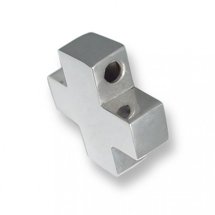 Cruz con medida de 24 x 24mm.