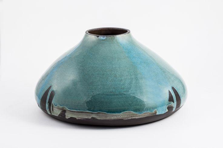 Ceramic vase by Brigi Konda http://www.magma.hu/muveszek.php?id=106