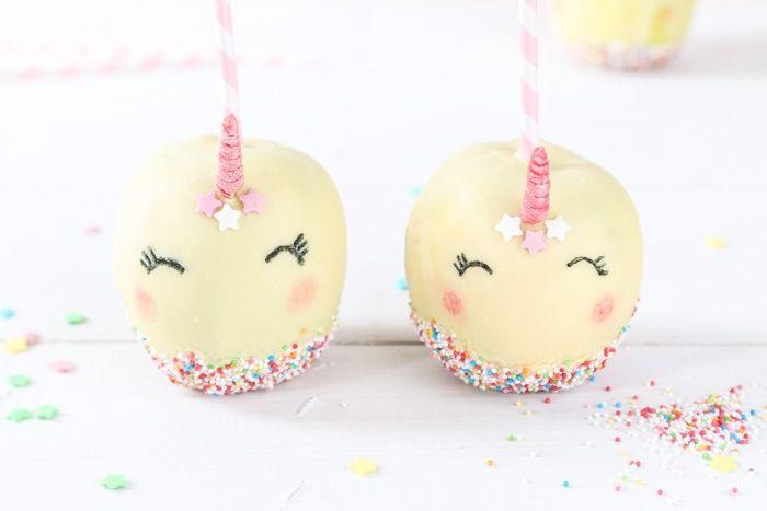 Wer liebt sie nicht, diese bunt leuchtenden süßen Äpfel auf der Kirmes? Wie aus einem Apfel ein zauberhafter Einhorn Kirmesapfel wird, zeigen wir euch!