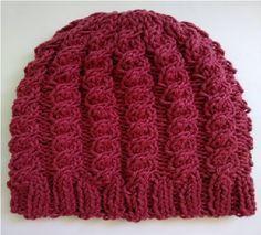 Gorro Feminino de Tricô Pink lindo trabalho com uso de tranças que dá um toque muito elegante a este gorro ideal para as noites frias.