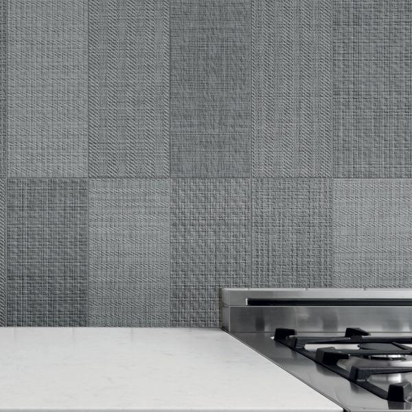 Per dare un tocco di lusso ed originalità ai tuoi ambienti, Made+39 ha pensato per te la collezione Brick Text: riproduzioni di tessuti a trame grosse e in vari colori, tutti da scoprire e vivere.