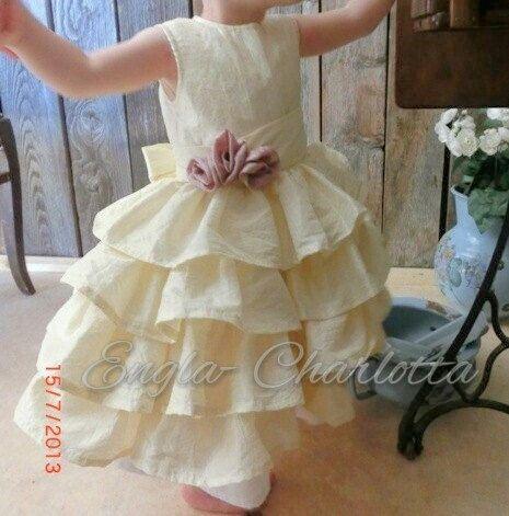 Cream flower girl dress. Toddler girl ruffle by englaCharlottaShop, €45.00