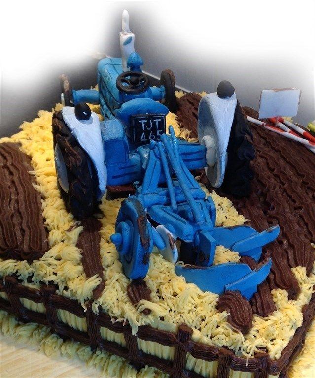 Sugar Paste Tractor Birthday Cake   docrafts.com