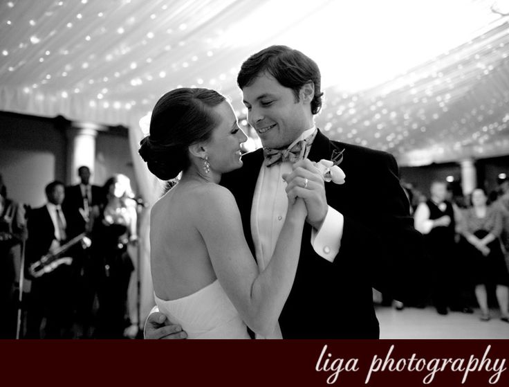 ligaphotography.com // Miriam & Mark's Wedding #biltmoremiami #biltmoremiamiweddings #miamiweddings #floridaweddings #floridaweddingvenue #miamiweddingvenue #southfloridaweddings #southfloridaweddingvenue #ligaphotography #weddingreception #firstdance
