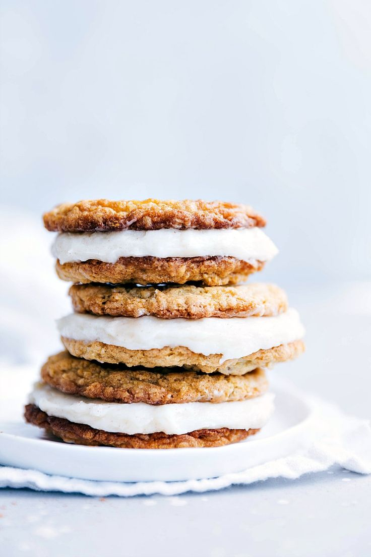 """You won't believe how easy it is to make homemade oatmeal creme pies! This """"Little Debbie Creme Pie Copycat"""" recipe will blow you away!!"""