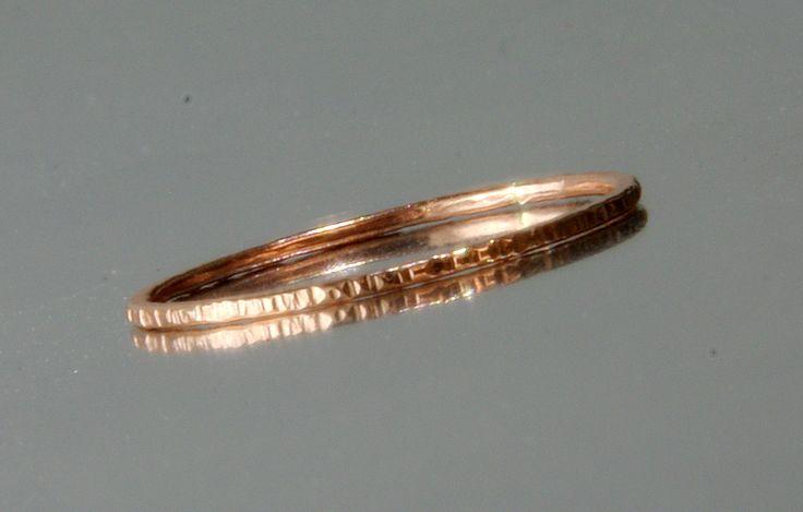 Schmaler Rosegold FILLED Ring Zarter Beisteckring von Schmuck mit Gravur, Armbänder, Anhänger, Ringe mit Gravur für Damen und Herren auf DaWanda.com