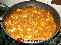 Κοτόπουλο στην κατσαρόλα με κάρυ, γιαούρτι και πιπεριές!!!