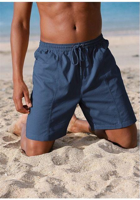 Хлопковые мужские бермуды - идеальный выбор для пляжного отдыха и просто на каждый день! Эластичный пояс на кулиске, втачные карманы по бокам и карманы сзади подчеркивают спортивную лаконичность дизайна, дополненную декоративной вертикальной отстрочкой спереди для большей динамичности образа. Легкий хлопок отлично подходит для жарких летних дней и не вызывает дискомфорта. Бермуды хорошо сидят и не сковывают движения. Цените удобство? Тогда купить эти бермуды для мужчин Вам просто необходимо…