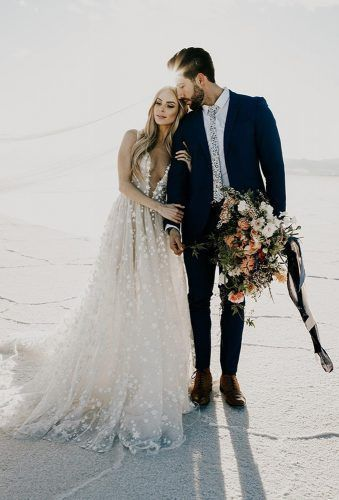 36 Must-Take Romantic Photos On Your Wedding Day